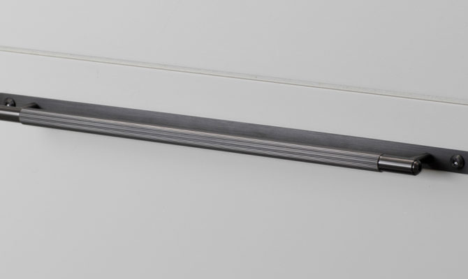 PULL BAR / PLATE / LINEAR / GUN METAL / MEDIUM Product Image