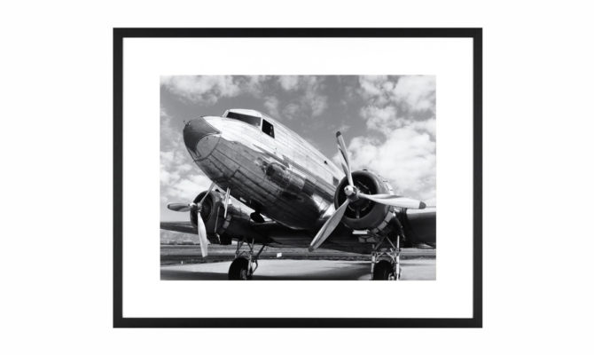 DC3 IN AIRFIELD / PRINT – Q279 Product Image
